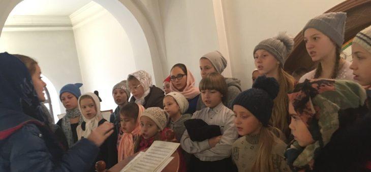Хор воскресной школы Свято-Алексеевского храма принимал участие в служении воскресной Божественной Литургии