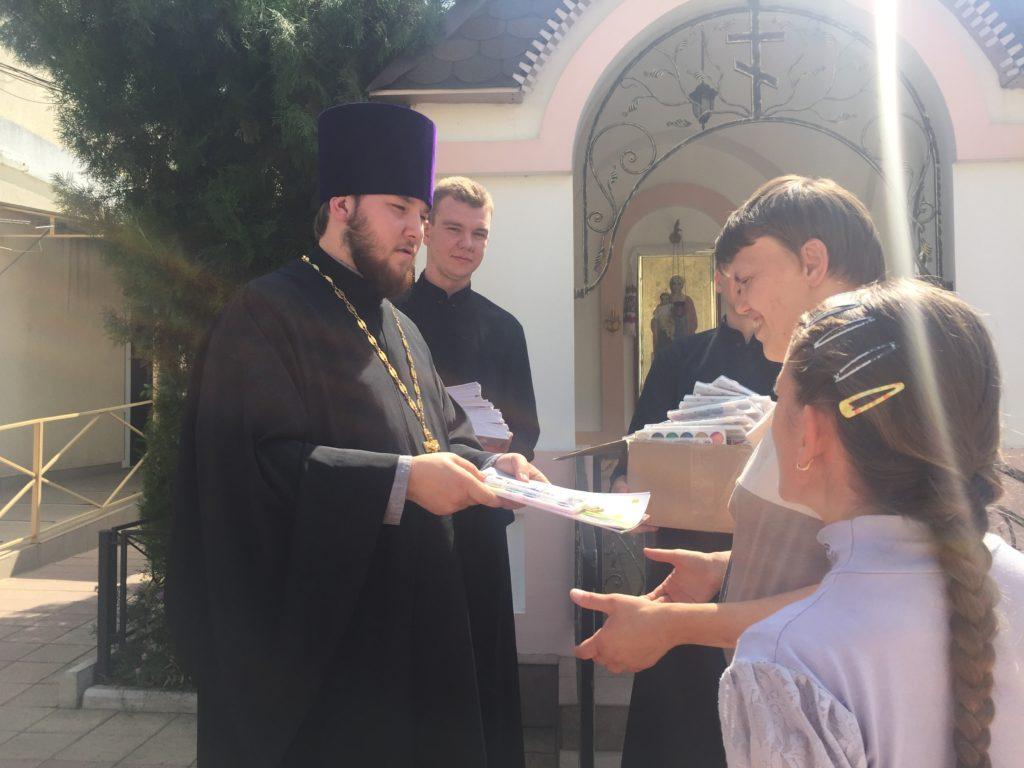 Молодежный актив Алексеевского храмового комплекса совместно со студентами первого курса Одессой духовной семинарии посетили Одесский дом-интернат для детей инвалидов
