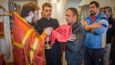 Клирик нашего Свято-Алексеевского храма священник Андрей Полещук посетил задержанных Одесского следственного изолятора